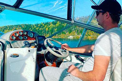 Фотосессия на Павловке на катере